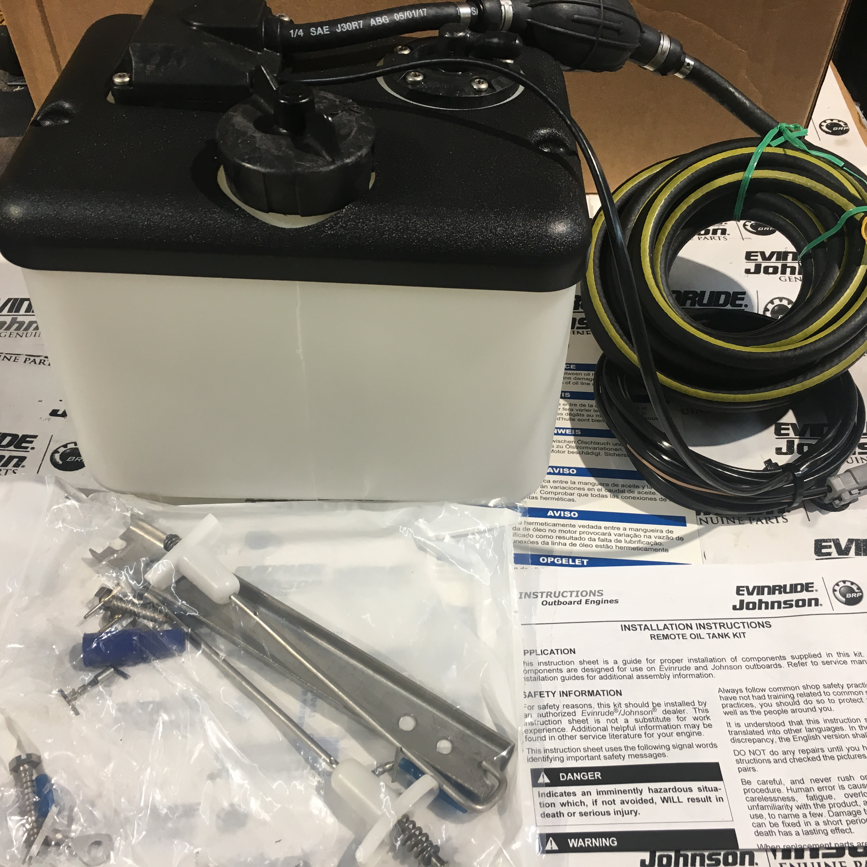 Evinrude 1 8 Gallon Oil Tank With Out Oil Level Sender 15 U0026 39  Hose 5008617